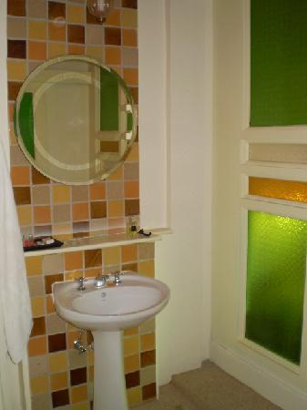 Glur Chiangmai: Bathroom 1