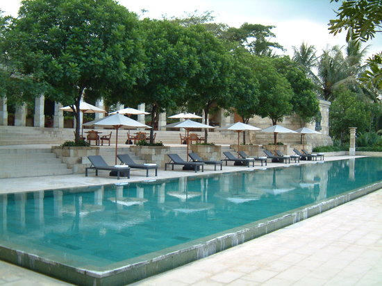 Amanjiwo Resorts: pool side