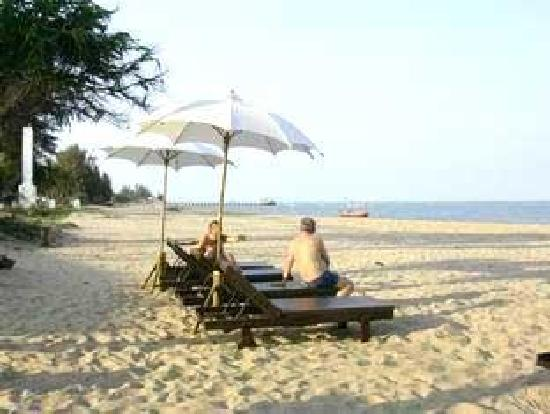 Bacchus Home Resort: beach