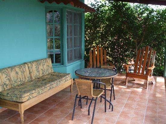 Villa Marita: The patio on our cabina