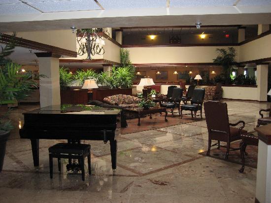 Westford Regency Inn: Hotel Lobby