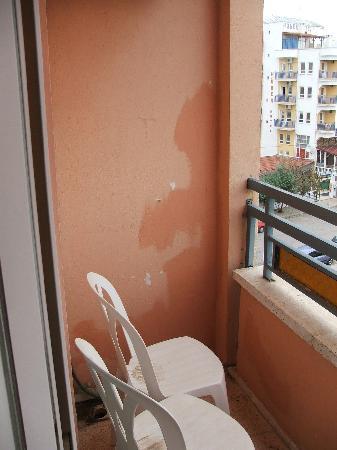 Avsar Otel: Balcony, hardly luxury