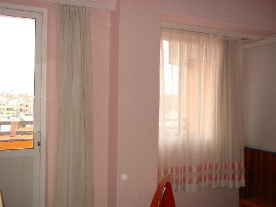 Avsar Otel: Hotel Room Oppressive