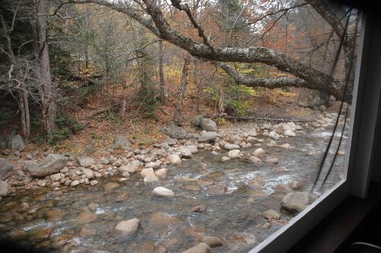 Pemi Cabins : view of river from porch