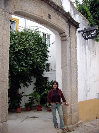 Pensao Residencial Policarpo: Entrance to Pensao Policarp