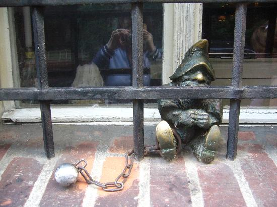 Mercure Wroclaw Centrum: Behind bars
