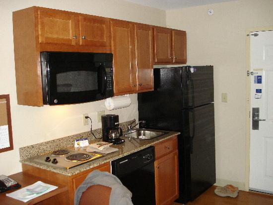 Candlewood Suites Secaucus: The Kitchen