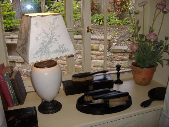 The Star Inn: Window display at Black Eagle Cottage