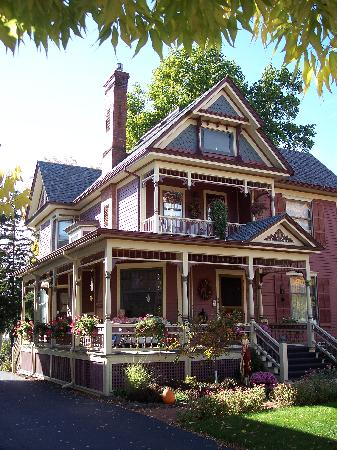 Bella Rose Bed and Breakfast: Beautifully painted and maintained