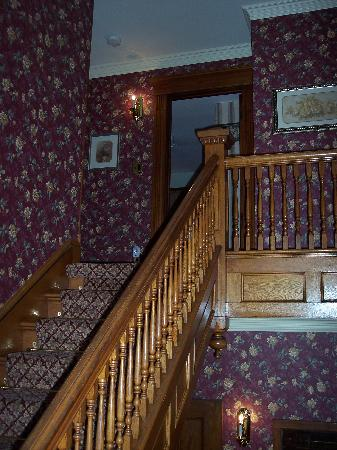 Bella Rose Bed and Breakfast: Stairs leading to 3 restful rooms