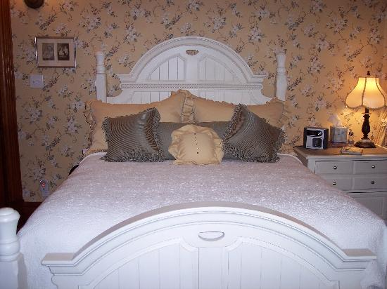 Bella Rose Bed and Breakfast: The comfortable room we had