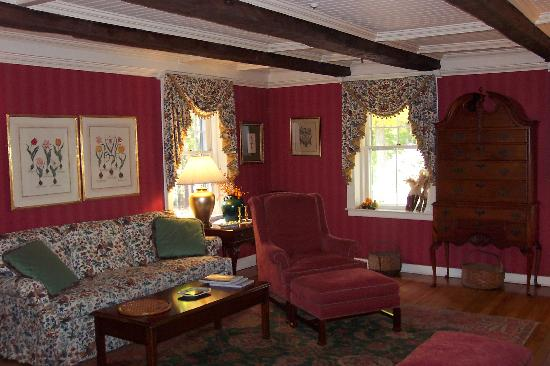 The Inn at Ormsby Hill: Formal Living Room