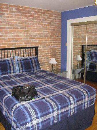 Avalon Bed & Breakfast: Periwinkle room
