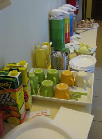 San Lorenzo Guest House: The breakfast buffet, all industrial food products laced with sugar.