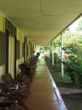 Hotel Ilan-Ilan Trails & Lodge: devant nos chambres
