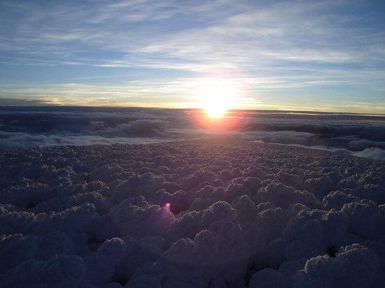 Équateur : Amanece en la cumbre Whymper del Chimborazo