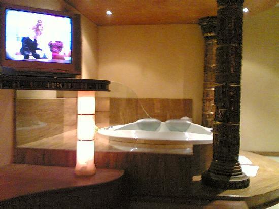 Hotel al-kalat : habitacion con jacuzzi