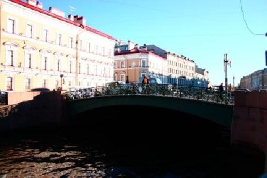 Pushka Inn Hotel: bridge near the hotel