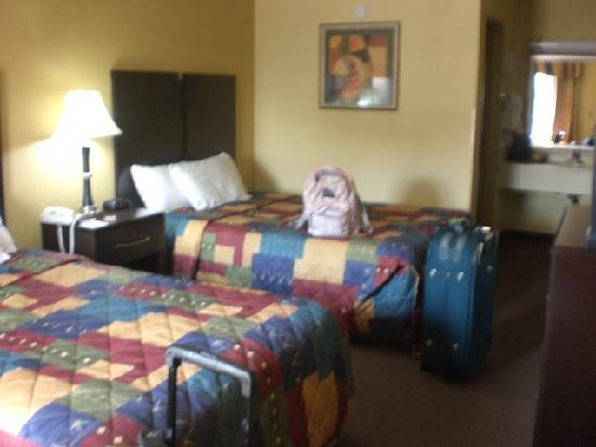 Days Inn Lexington Southeast: Our bedroom.