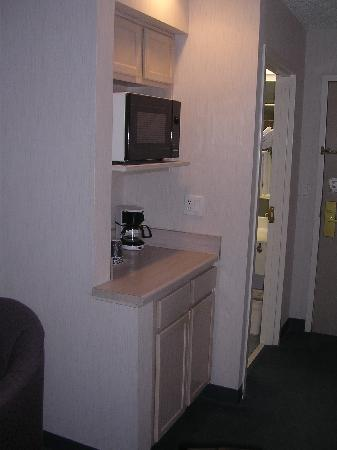 Comfort Suites: Microwave, etc.