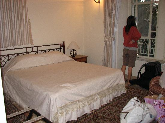 The American Colony Hotel: the bed