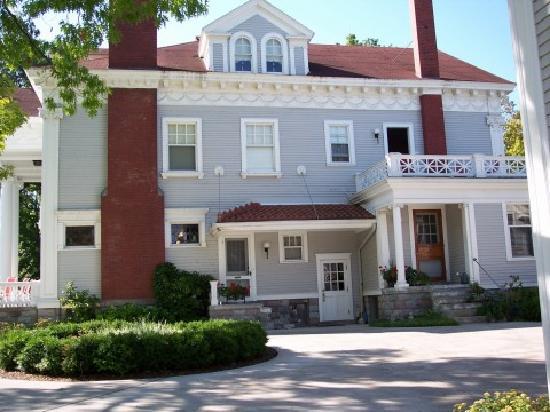 Antiquities' Wellington Inn: Back of house