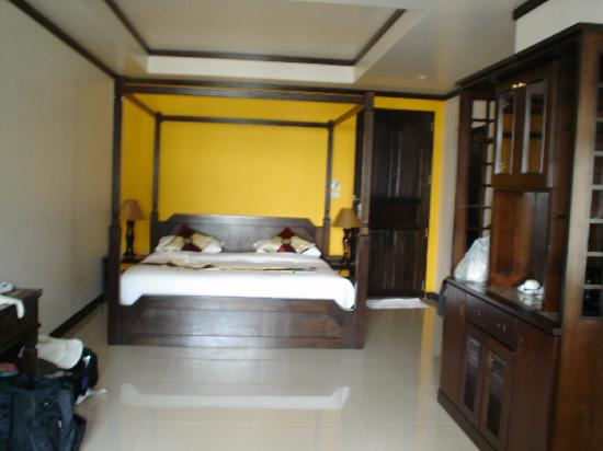 Sand Sea Resort & Spa: Upper level junior suite