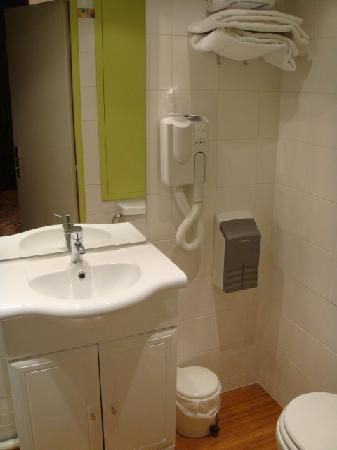 Corail Hotel: The toilet