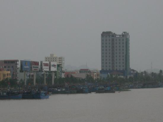 Danang Riverside Hotel: The Hotel from the Bridge Crossing