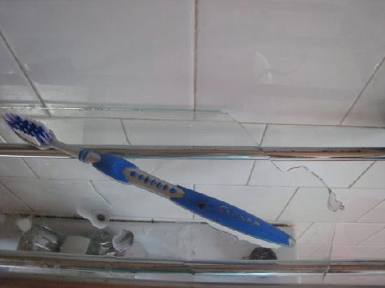 Hotel Excelsior: The cracked (and pretty dangerous) bathroom shelf