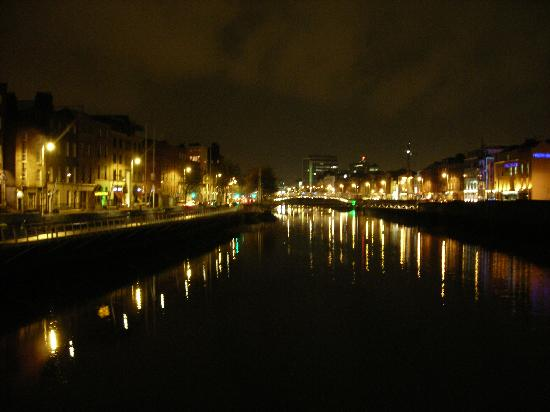 Paramount Hotel Temple Bar: River Liffey by night