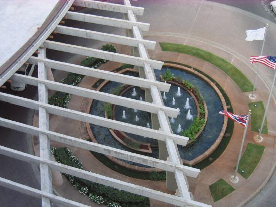Hale Koa Hotel: From the top-driveway entry to hotel lobby