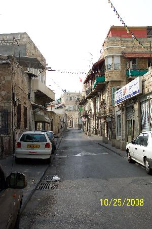 Falafel Ha'zkenim: Wadi St. leading to Ha Ezkenim