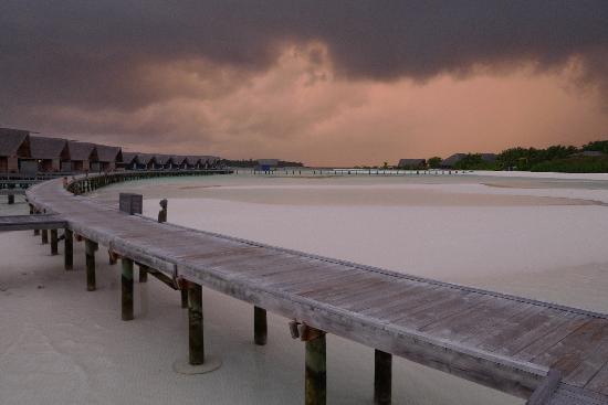 COMO Cocoa Island: sunset storm