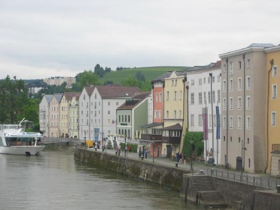 Pension Rößner: Pension Rossner Yellow building next to orange building