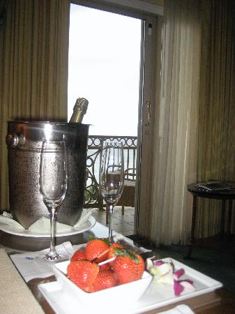 The Ritz-Carlton, Grand Cayman: Champagne and Strawberries delivered to our room the first night.