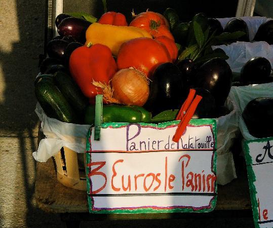 Villa Velleron : basket of produce from Velleron's truly local farmer's market