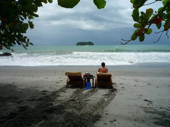 Arenas del Mar Beachfront & Rainforest Resort: Ahh...the beach. - Private and safe.