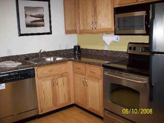 Residence Inn Portland North: Kitchen