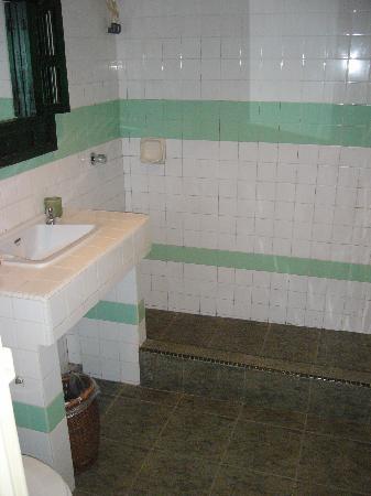 Sunset Beach Resort: Family Room - Bathroom