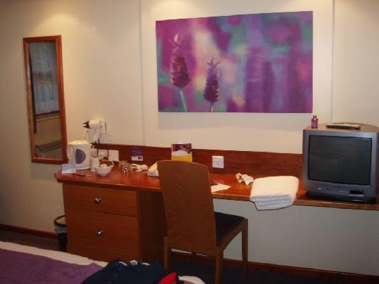 Premier Inn Leicester North West Hotel: escritorio