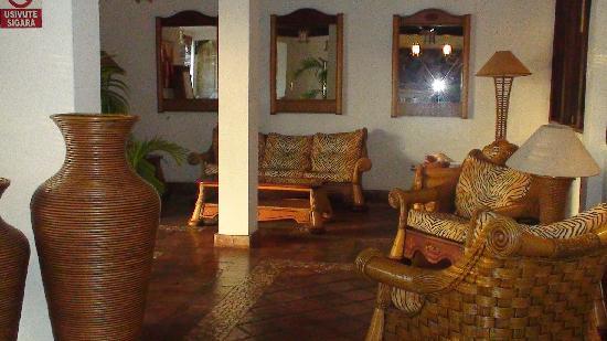 Pinewood Beach Resort & Spa : Reception Area