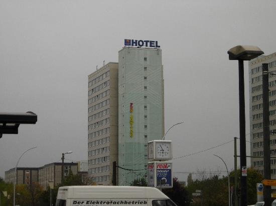 The Hotel From The Tram Station Bild Von Comfort Hotel Lichtenberg