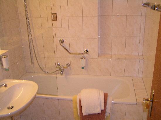 Hotel Gerbi: Bathroom