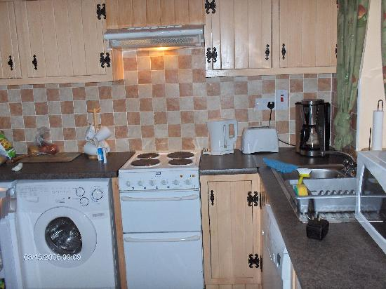 Dangan Lodge Cottages: Modern kitchen in out cottage.
