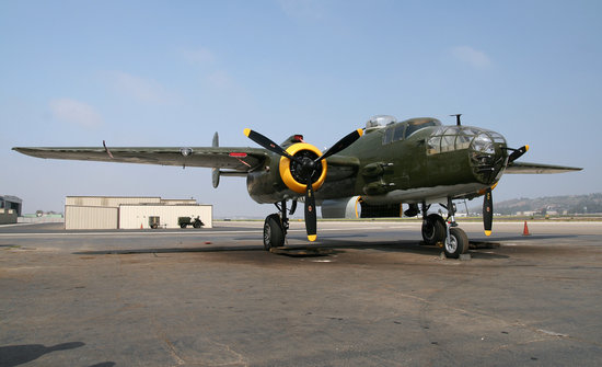 Camarillo, Kaliforniya: un B-25 de la collection, en état de vol