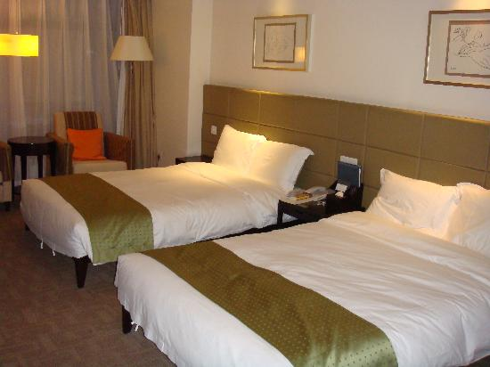 Holiday Inn Central Plaza : Rooms