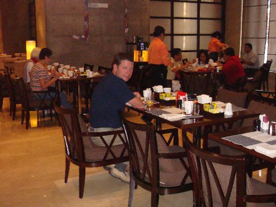 Holiday Inn Central Plaza : breakfast