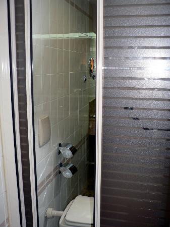 Hotel Liabeny: Bathroom