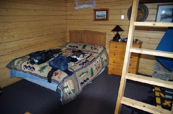Skyline Lodge: Une chambre...
